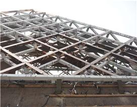 郑州钢结构估价要看结构所用的才料而定,一般钢管结构的单板差料的40左右就有人做、中料的60左右、厚料80以上型材的,夹芯板的价格要高些。